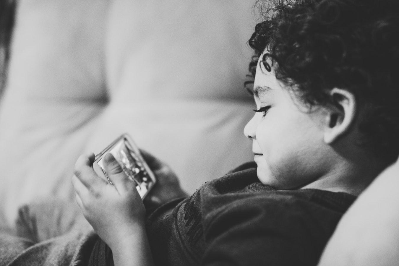 Hoe bescherm je je kinderen op YouTube?