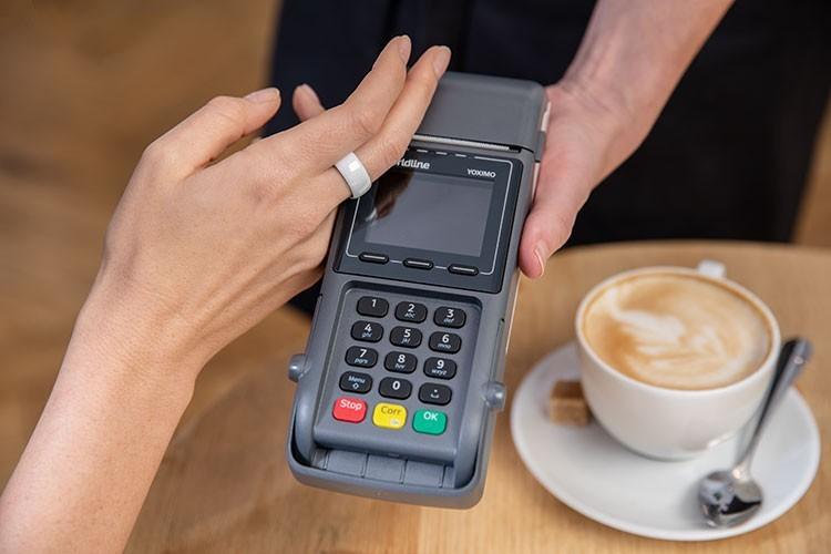 Experiment: contactloos betalen met je ring, horloge of sleutelhanger.