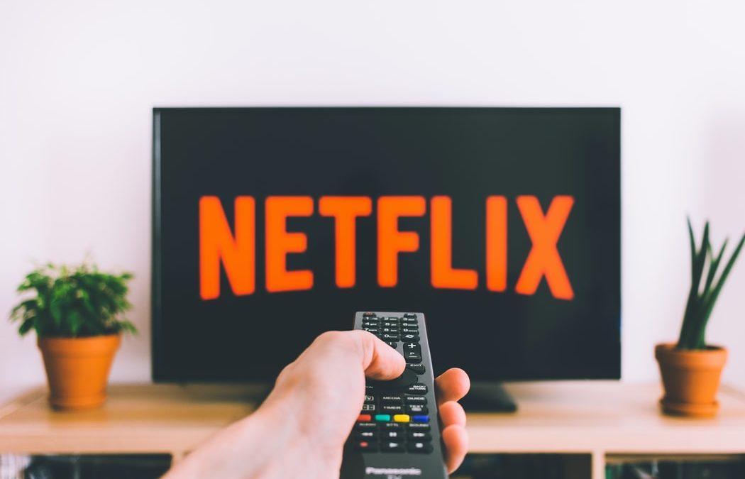 Met welke apps kan ik televisie kijken op mijn smartphone?